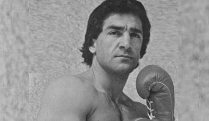 "Photo of ""Dao bih oba oka za boks"" –Preminuo šampion, pjesnik, pop ikona,"