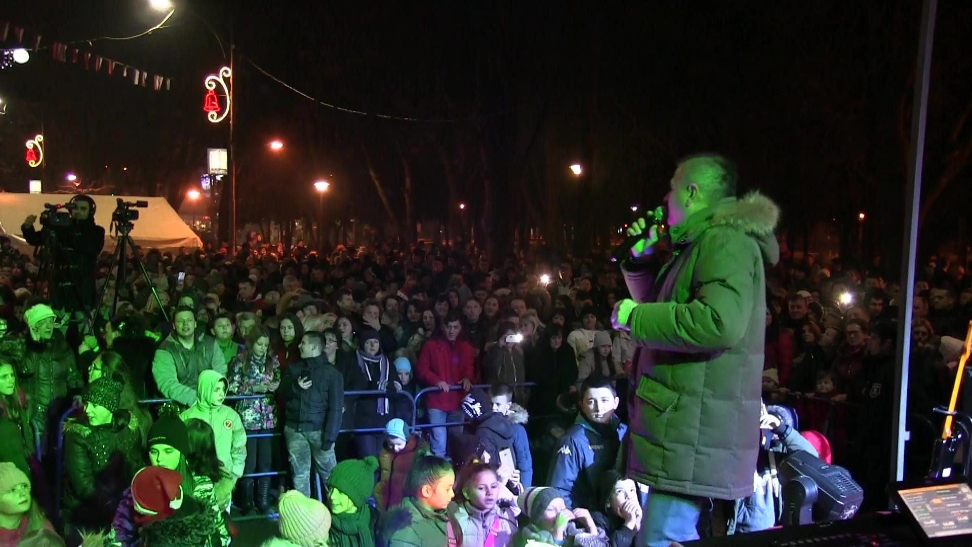 Photo of Veliki broj Dobojlije Pravoslavnu Novu godinu dočekao na trgu