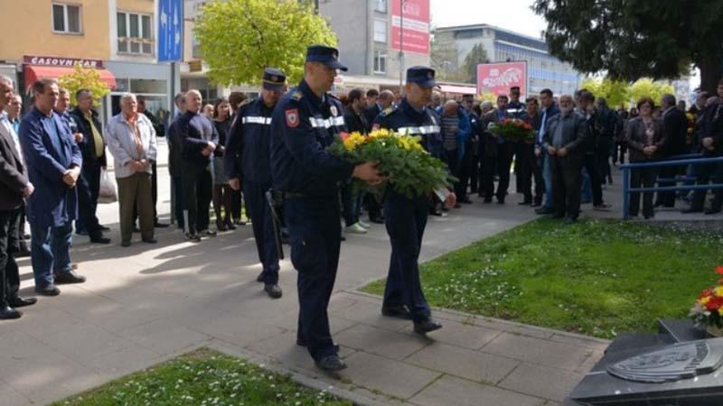 Photo of Sutra polaganje vijenaca u znak sjećanja na poginule pripadnike PU Doboj