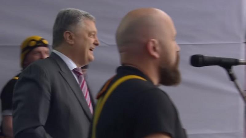 Photo of Porošenko se rasplesao čekajući izbornog rivala