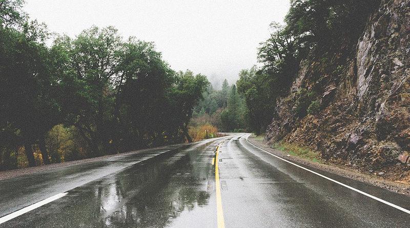 Photo of Putevi: Saobraćaj se odvija usporeno i otežano po mokrim i klizavim kolovozima