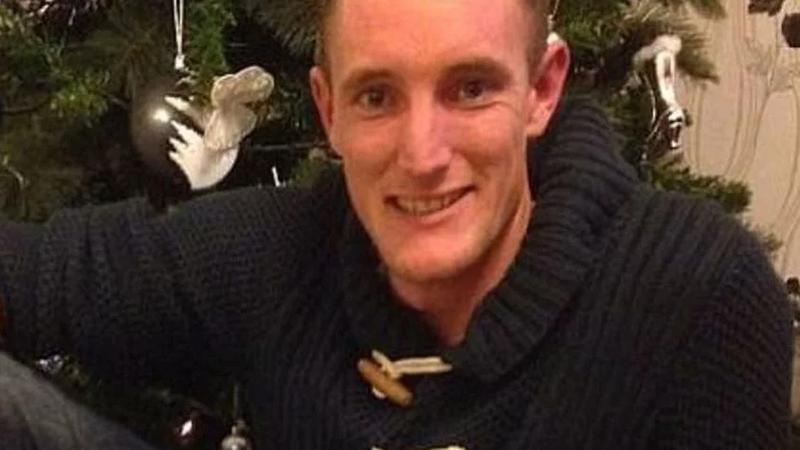 Photo of Čovjek pronašao roditelje 33 godine nakon što je napušten u WC-u aerodoroma Gatwick