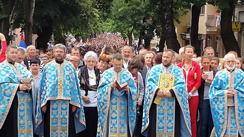 Photo of DOBOJ: Sutra Vidovdanska litija ulicama grada