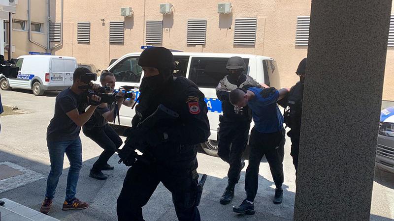 """Photo of DOBOJ: Uhapšeni u akciji """"Teatar"""" predati Tužilaštvu (FOTO/VIDEO)"""
