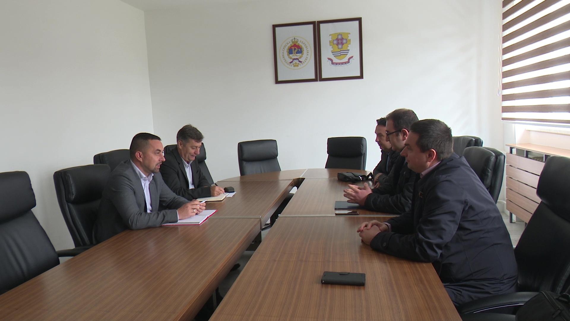 Photo of Jerinić – Gajić: Sastanak povodom nabavke vozila Hitne pomoći