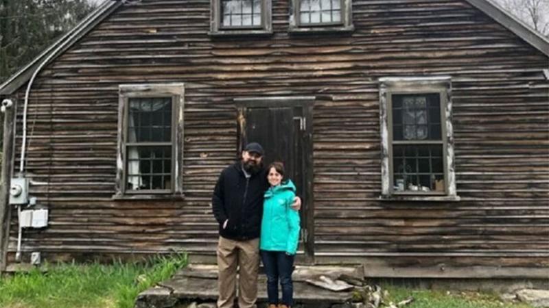 Photo of Par kupio ukletu kuću koja je inspirisala hit horor: Čudne stvari se događaju