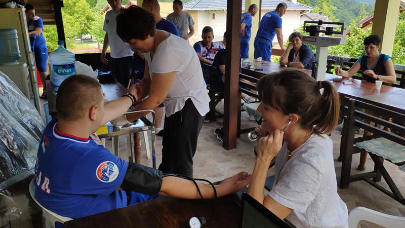 Photo of PETROVO: Reprezentativce Srbije u sjedećoj odbojci pregledali dobojski medicinari (FOTO)