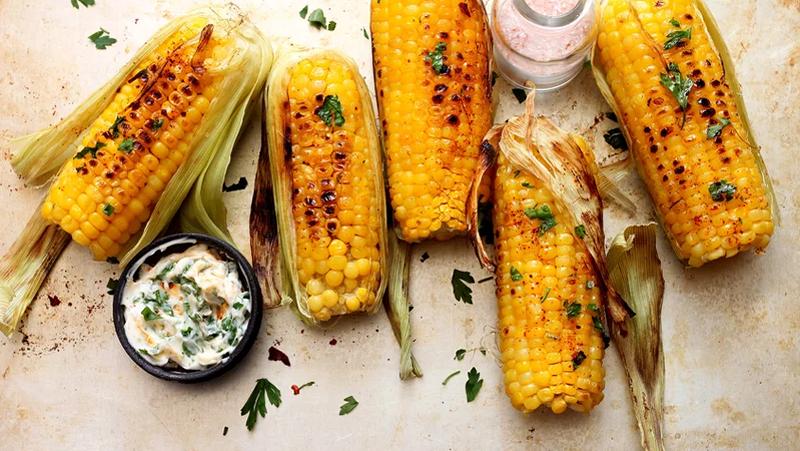 Photo of Muškarac na Twitteru otkrio najjednostavniji način na koji možete jesti kukuruz