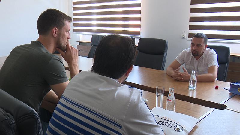 Photo of DOBOJ: Ognjen Kuzmić u rodnom gradu i kod gradonačelnika
