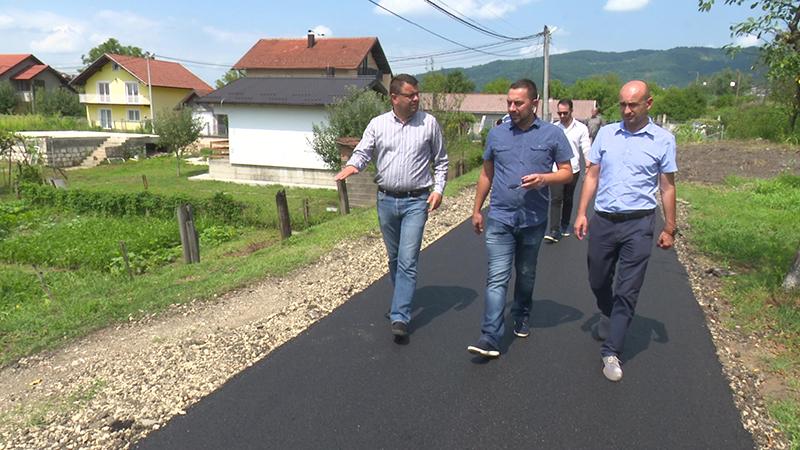 Photo of DOBOJ: Novi metri asfalta u Mjesnoj zajednici Doboj Novi (FOTO)