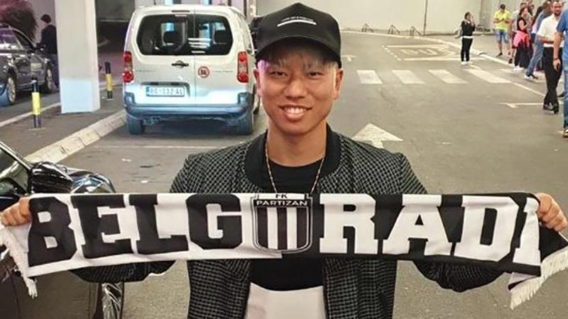 """Photo of Takuma Asano i zvanično """"crno-bijeli"""""""