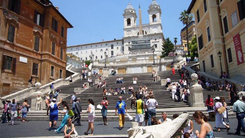 """Photo of Kazna za sjedenje na """"španskim stepenicama"""" 400 evra"""