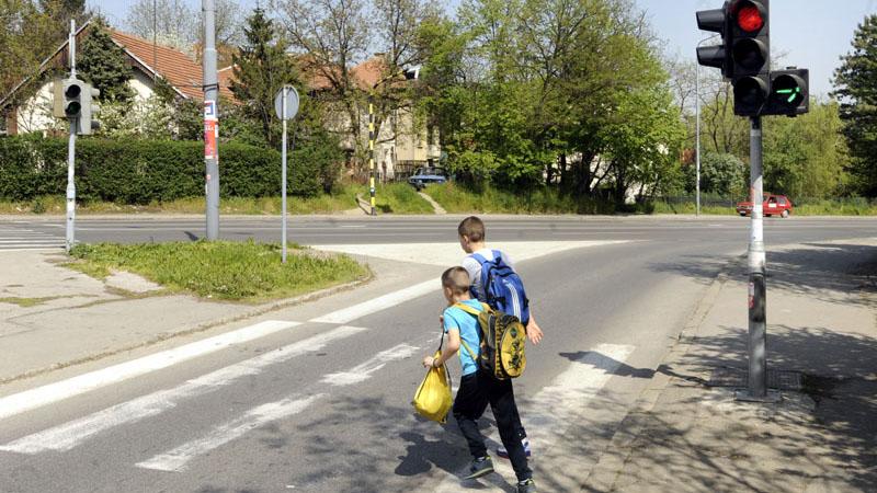 Photo of Apel vozačima da zbog početka školske godine voze pažljivo