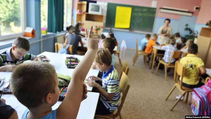 Photo of Pripreme za školsku godinu – u knjižarama sve veće gužve