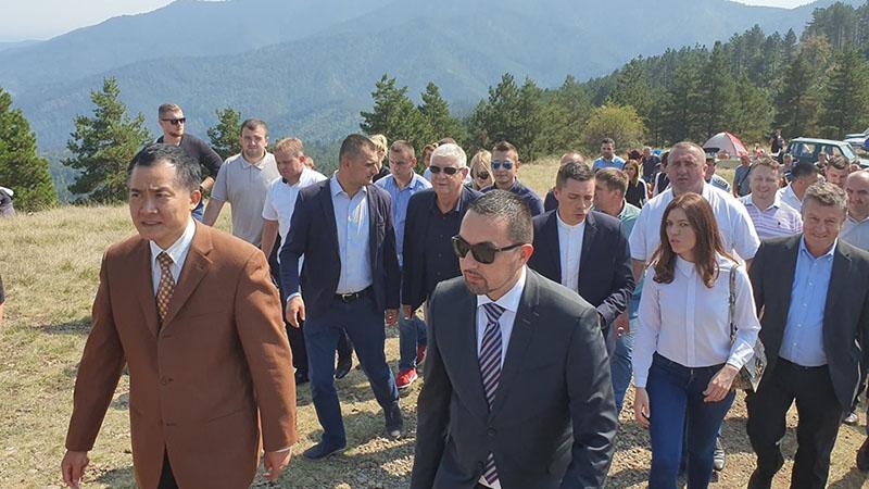 Photo of Tradicionalna berba na Gostilju privukla veliki broj berača, kao i ambasadora Kine u BiH (FOTO)