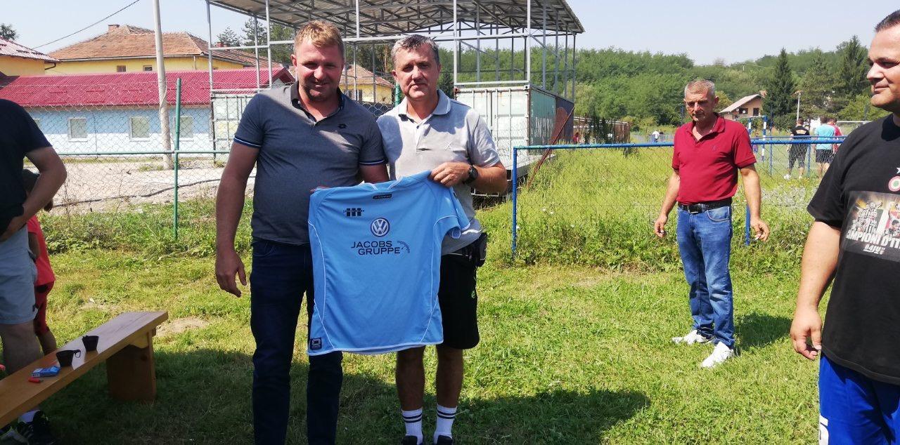 Alen Starčević poklanja garnituru dresova