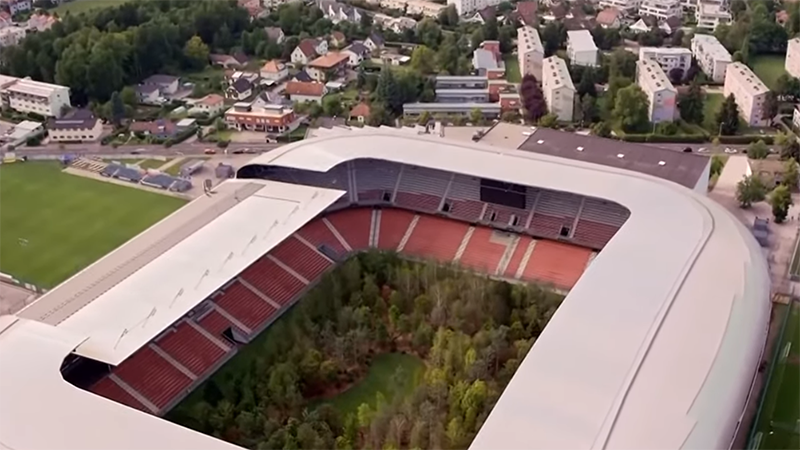 Photo of Stadion Klagenfurta pretvoren u šumu s 300 stabala (FOTO/VIDEO)