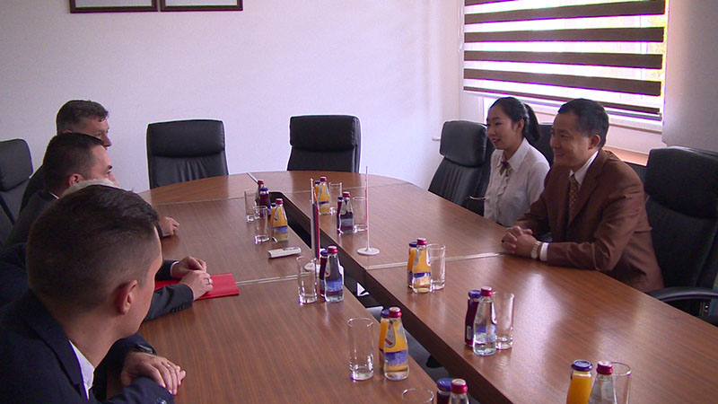 Photo of Ambasador Kine u radnoj posjeti Doboju (FOTO)