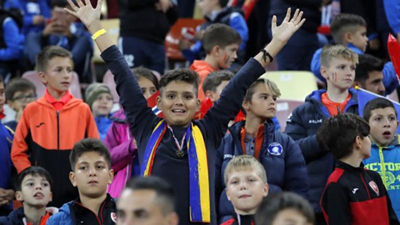 Photo of Partizan inspirisao Rumune – na stadionu 30.000 djece (VIDEO)