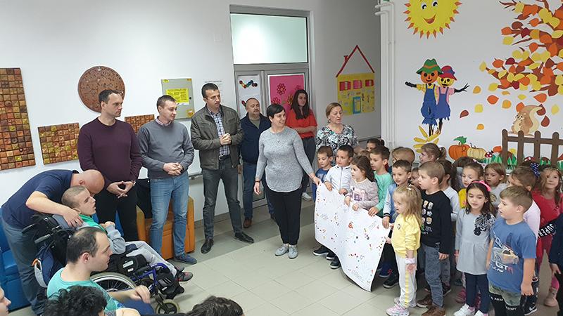 """Photo of DOBOJ: Djeca iz gradskog obdaništa u posjeti JU """"Centar za dnevno zbrinjavanje djece i omladine"""" (FOTO)"""