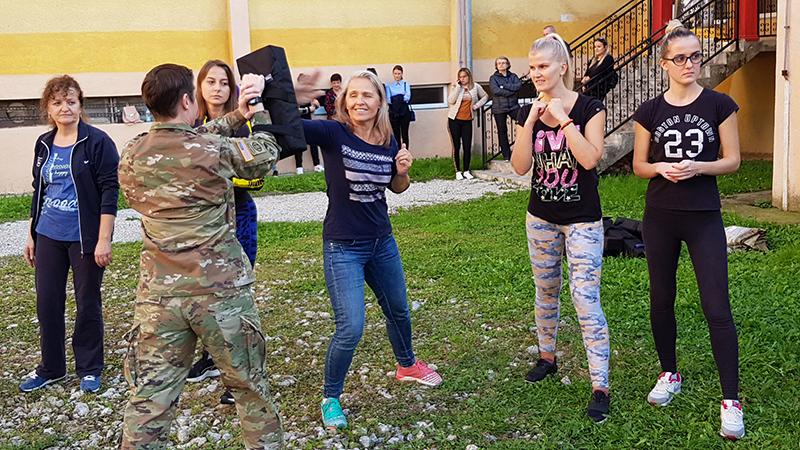 Photo of DOBOJ: Održan kurs samoodbrane za žene