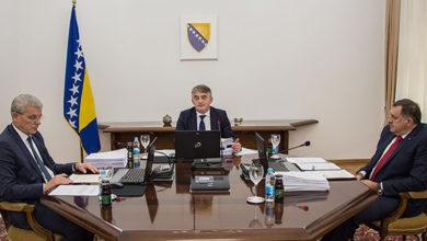 Photo of Članovi Predsjedništva sa Majerom i ambasadorima