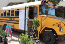 Photo of Penzionerka starim školskim autobusom koji je pretvorila u dom putuje širom SAD-a (FOTO)