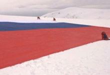 Photo of Putinovi Noćni vukovi na Antarktiku razvili najveću rusku zastavu