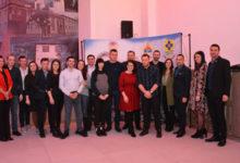 Photo of DOBOJ: Dodik, Jerinić i Petrović uručili ključeve stanova za mlade bračne parove (FOTO)