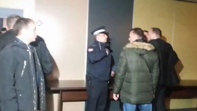 Photo of DOBOJ: Sjednica GO SP – Nezadovoljni članovi SP nasilno ušli u salu, došla policija