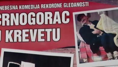 """Photo of DOBOJ: Sutra predstava """"Crnogorac u krevetu"""""""