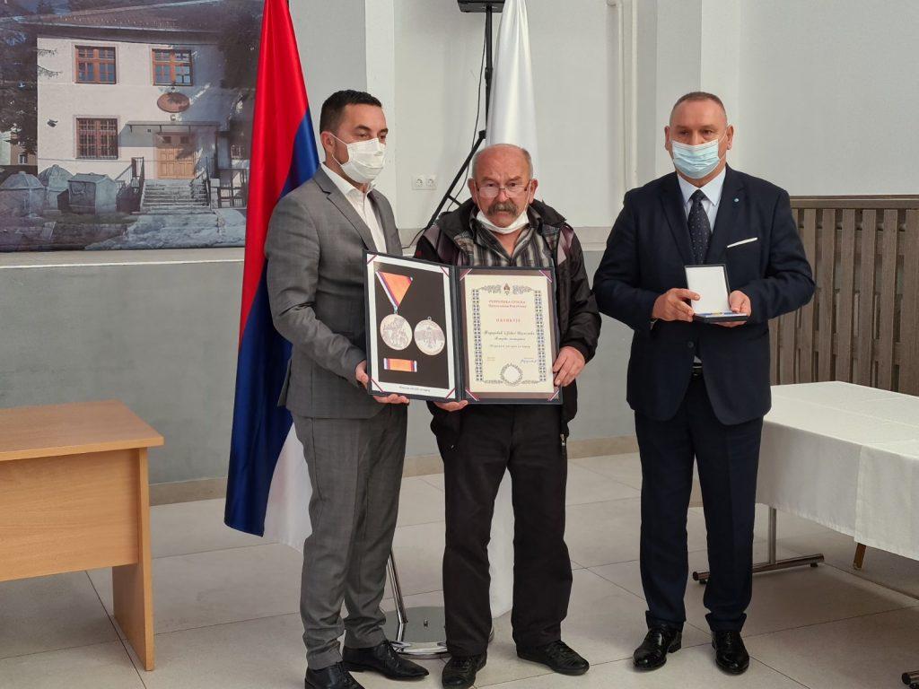 Porodicama 11 poginulih boraca VRS uručena odlikovanja