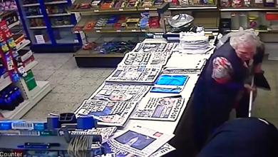 Photo of Osamdesetogodišnja baka iz Velike Britanije pretukla pljačkaša, kamera sve snimila (VIDEO)