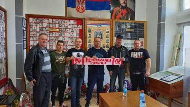 """Photo of DOBOJ: Fondacija """"Delije"""" uručila pakete GBO Doboj za ratne vojne invalide (FOTO)"""