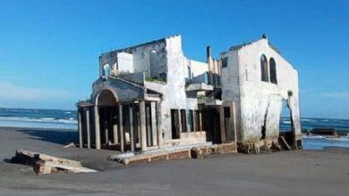 Photo of Misteriozna napuštena vila nasukala se na plažu (Video)