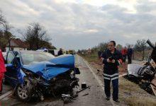 Photo of DOBOJ: Težak udes u Podnovlju – vatrogasci sjekli auto da dođu do povrijeđenih (FOTO)